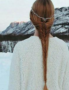 Прически на длинные тонкие волосы #13